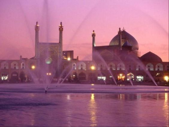 The Masjed-é Emam Mosque in the pink light of the sunset: