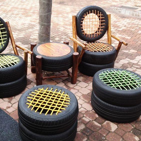 Muebles con materiales reciclados. Me interesa esta imagen porque se ve que con unas simples ruedas de coche y unas cuerdas de colores han hecho unos  asientos muy bonitos.  Lo aplicaría a un escaparate de un establecimiento de ropa de hombre, pondría la silla con respaldo y la mesa con el tablero redondo.