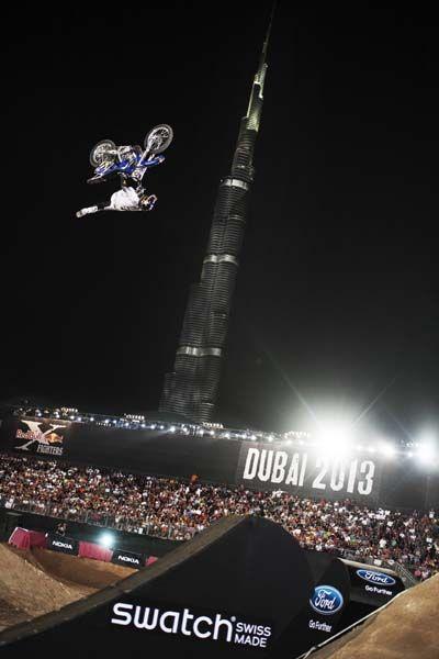 Red Bull X-Fighters Dubai: Torres gewinnt vor dem höchsten Gebäude der Welt!