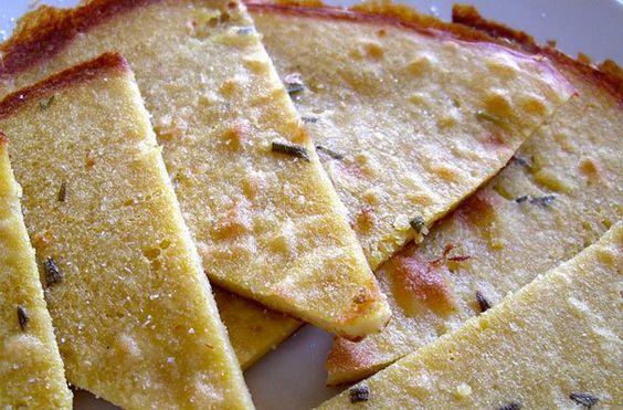 Farinata alla ligure - La farinata è una semplice pastella di farina di ceci cotta al forno, una ricetta diffusa con nomi diversi in quasi tutti paesi costieri