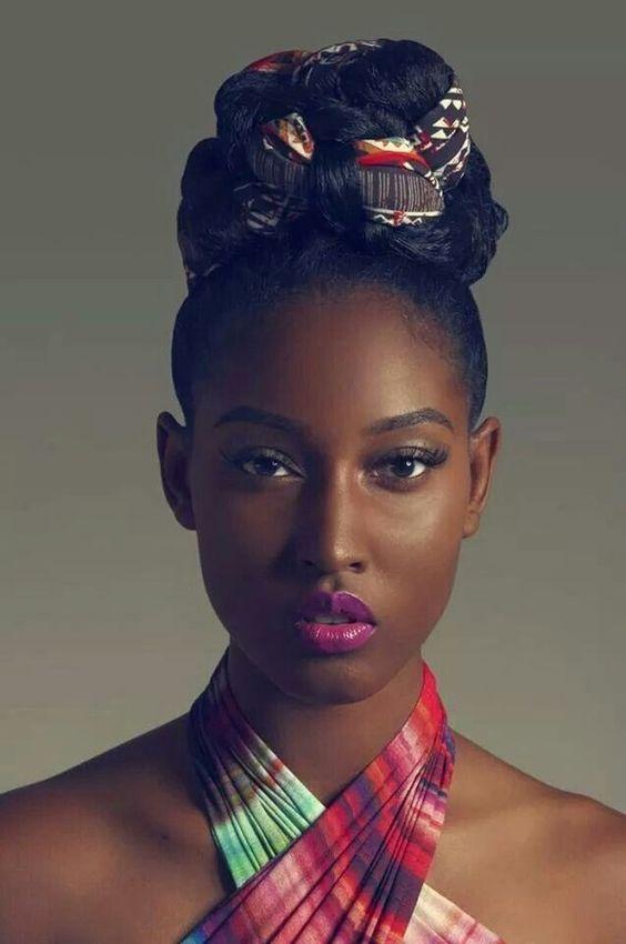 Coiffures afro : 50 coupes inspirées pour cheveux crépus                                                                                                                                                     Plus
