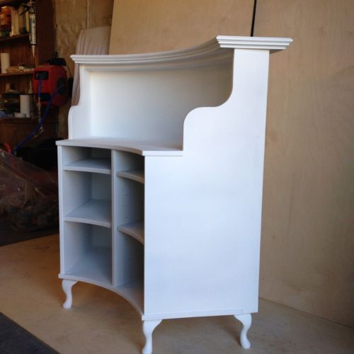 Shabby chic reception desk curved salon reception desk for Salon style shabby chic