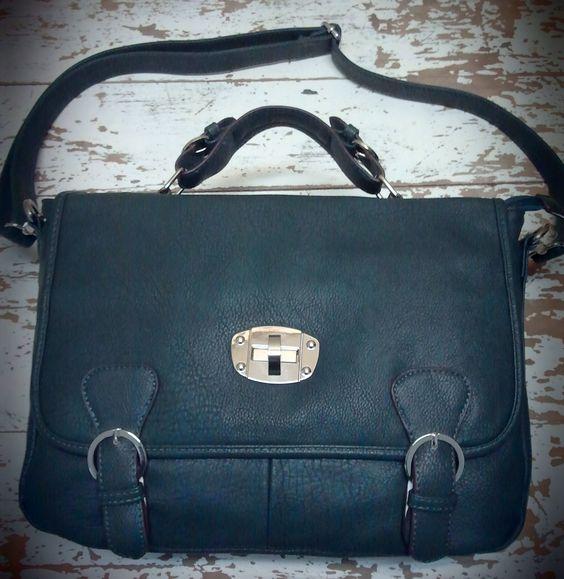Bolso Satchel Color Verde Azulado, de MibolsoMivida.com. Bolso de imitación piel. Lleva asa de mano y bandolera.