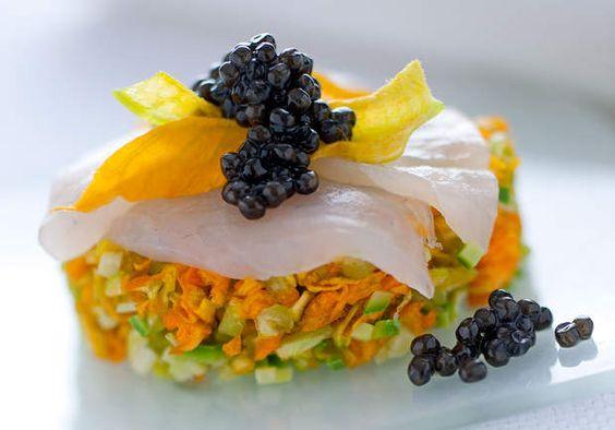 Tartare de courgettes et leur fleur, à l'esturgeon et au caviar, Découvrez la recette du tartare de courgettes et leur fleur, à l'esturgeon et au caviar.