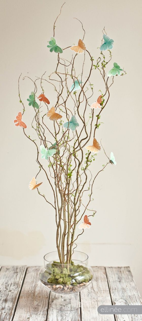 Good idea for last minute holiday decoration ~ Beautiful Butterfly Centerpiece ~ Free Butterfly template   Centerpiece Tutorial from Ellin�e