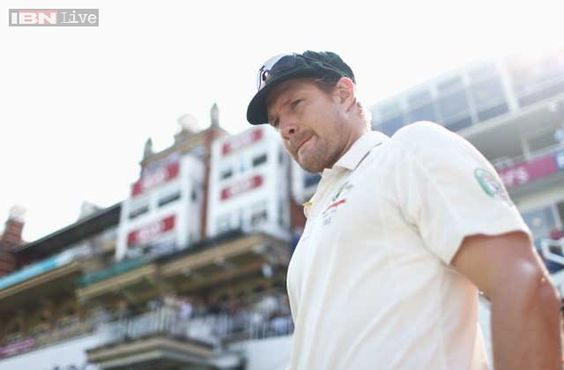 Australia's Shane Watson said on Tuesday he was on track to bowl in this week's first Ashes Test against England while recovering from a hamstring injury.