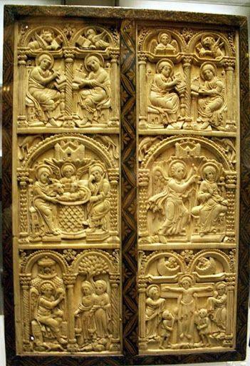 el díptico de Harrach (comienzos del IX) en la escena de la Anunciación