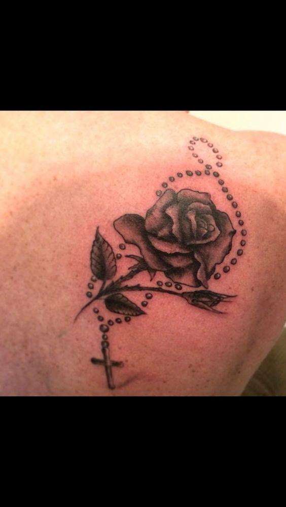 meer dan 1000 idee n over rozenkranskraal tattoeage op pinterest rozenkrans tatoeages. Black Bedroom Furniture Sets. Home Design Ideas