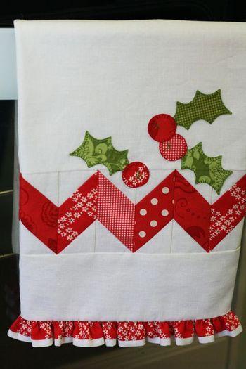 toalla con motivos navide os en telas rojas con blanco de