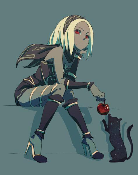 キトゥンがりんごを持って猫がじゃれている姿