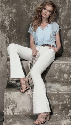 Blusa de Renda com Detalhe em Ilhós - Cor Azul - Tamanho M - Loja Online Chicerrima