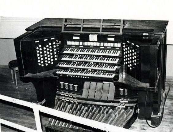 Memphis Historic Ellis Auditorium - and Market Place. Smaller Organ.