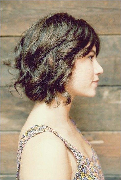 32 Kurze Haarschnitte Fur Welliges Haar Um Bezaubernd Auszusehen Frisur Ideen Haarschnitt Kurz Haarschnitt Kurze Frisuren Fur Dickes Haar
