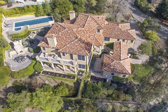 This stunning #Mediterranean in #Lafayette is impressive inside and out. Beatiful gardens, infinity pool/spa, valley views, outdoor fireplace & 20-vine cabernet vineyard. #yesplease http://pacunion.us/1141vallecito