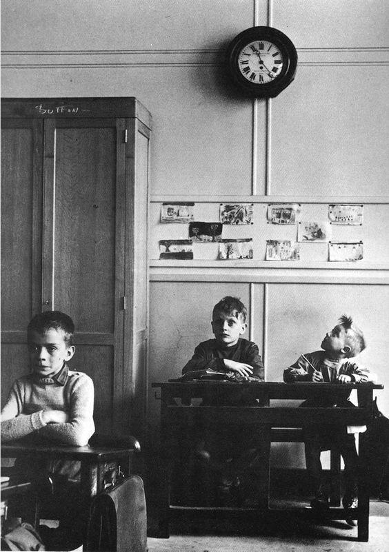 """"""" Le temps, le temps, le temps et rien d'autre, le tien, le mien, celui qu'on veut nôtre... """" ( Charles Aznavour )  / By Robert Doisneau."""