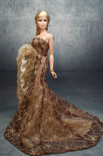 Fashion royalty doll: