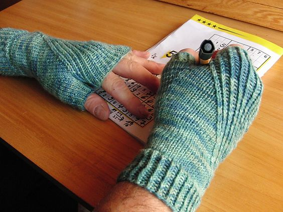 More fingerless mitt thingies. I also might wear them in the office, where it's *freezing*.