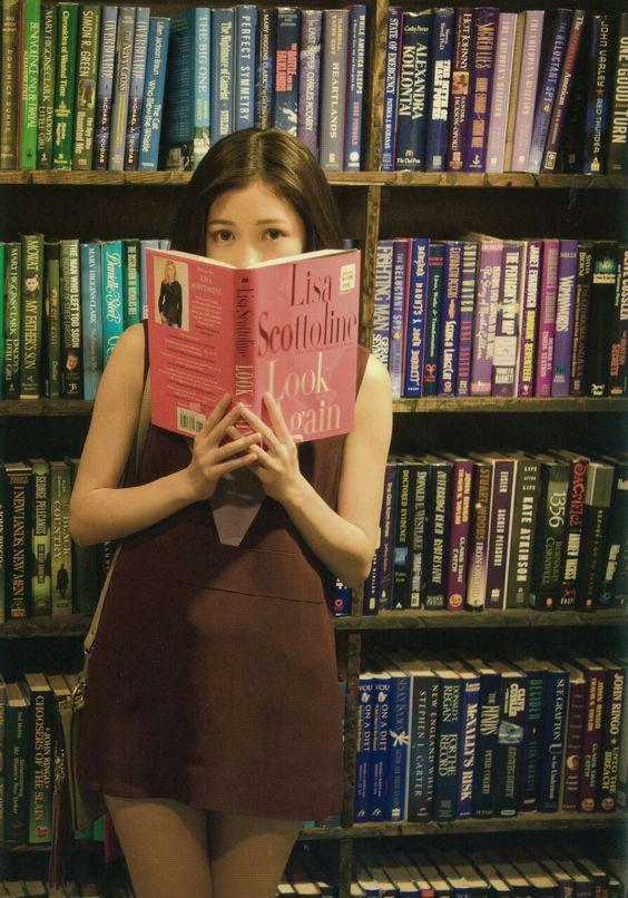 本を持った可愛い渡辺麻友