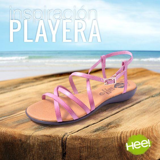 Con estas sandalias de tiras rosas, estarás perfecta para ir cómoda y guapa a la #playa.