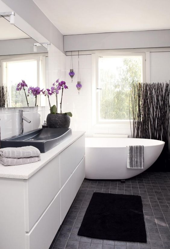 Pinkill ter stetty koti ja keitti lifs bathrooms - Grey white and purple bathroom ...
