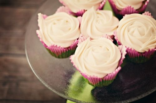 Rose petal frosting decor