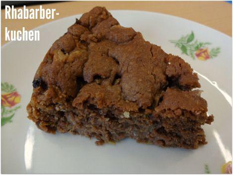 LaGusterina zeigt, dass die Rhabarbersaison noch lange nicht vorbei ist - mit diesem Rhabarberkuchen.