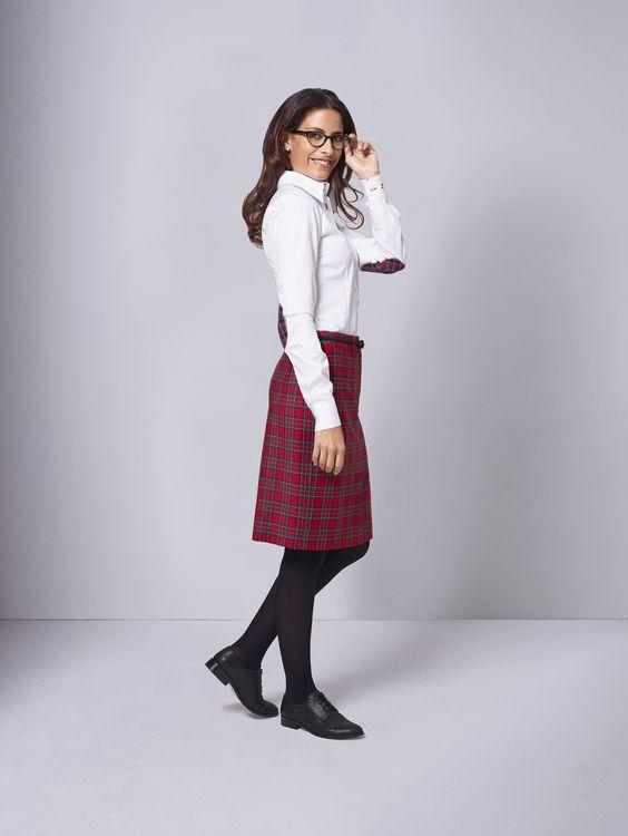 Alles andere als kleinkariert und ein echter Modeklassiker sind Schottenkaros. Kombinieren Sie den fröhlichen DOLZER Rock im Highland-Stil mit schlichter weißer Bluse und trendigen Schnürschuhen. Und für den Extra-Pfiff wählen Sie unsere neueste Kontrastoption: Elbowpatches für Blusen!