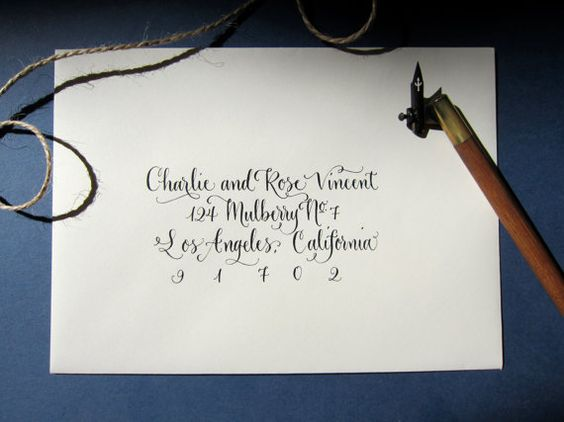 Main calligraphie enveloppe adressage  Style  par AngeliqueInk