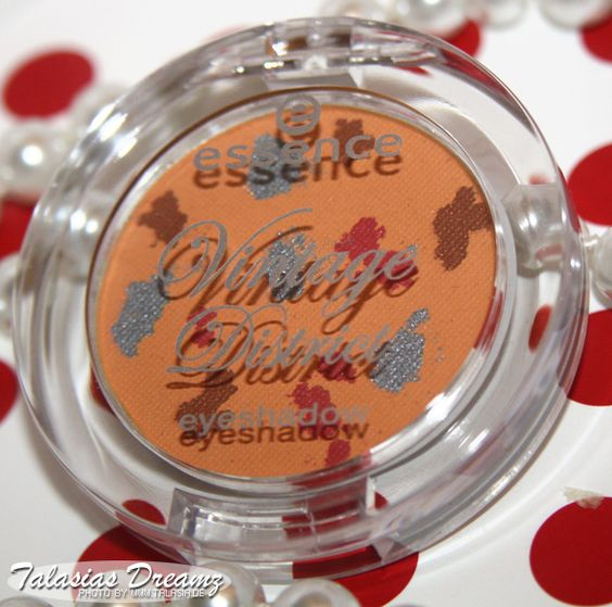 Essence Vintage District Eyeshadows 01 I'm so retro, make up and swatches: http://www.talasia.de/2013/01/18/misslyn-rich-color-gloss-precise-eyebrow-liner/