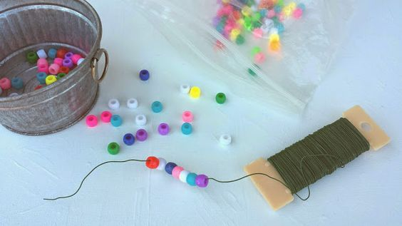 Beads and wire for little hands. Heather Hess: How to Create the Perfect Activity Box for Kids. A list of busy activities for toddlers in an organized way