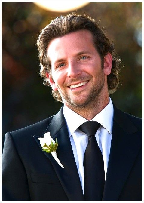 Bradley Cooper Lassig Lange Frisur Grosse Hochzeitsfrisuren Fur Manner Beste Frisuren Lange Haare Manner Hochzeitsfrisuren Frisuren Langhaar