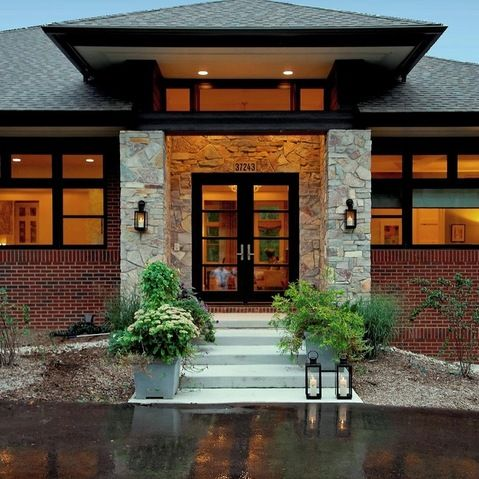 Hip roof ranch homes and entrance design on pinterest for Front house entrance design ideas