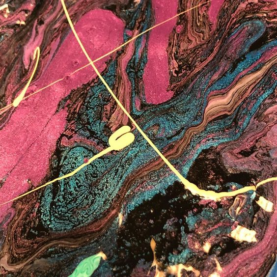 Love a good WIP... #moltenmetals #chromablackdrawingink #atelierpouringmedium #fluidart