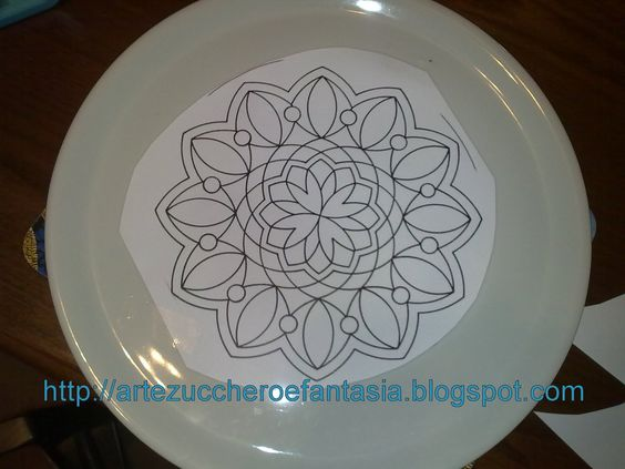 Arts, sugar and fantasy: Making doilies, lace or lace in royal icing...could also create a stencil and stencil on