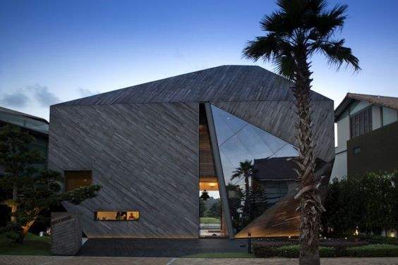 Formwerkz Architects have designed the Diamond House in Singapore.