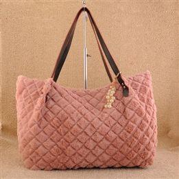 Tango.Sky Diamond Pattern Faux Fur Bag