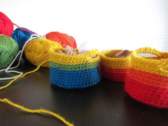 Crochet Little Basket With Handles - Tutorial