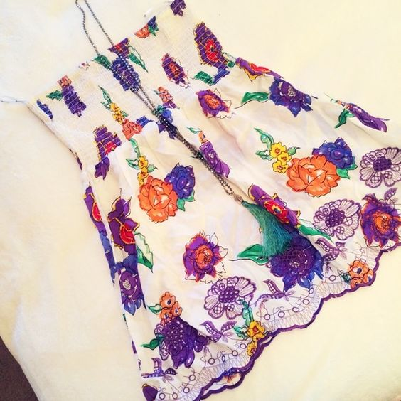 Floral strapless coverup or top This adorable floral piece can be worn as a cover up or top. Great condition. Never worn Forever 21 Tops