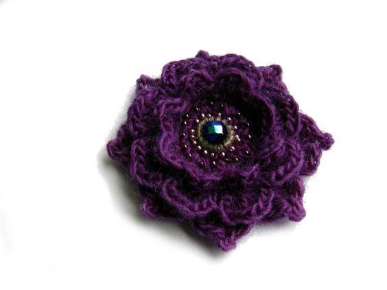 ○ Blütenbrosche ○ von crochet.jewels auf DaWanda.com