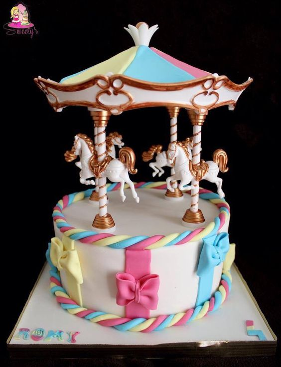 Atelier Cake Design Nancy : Carrousel fondant cake   gateaux carrousel   chevaux ...