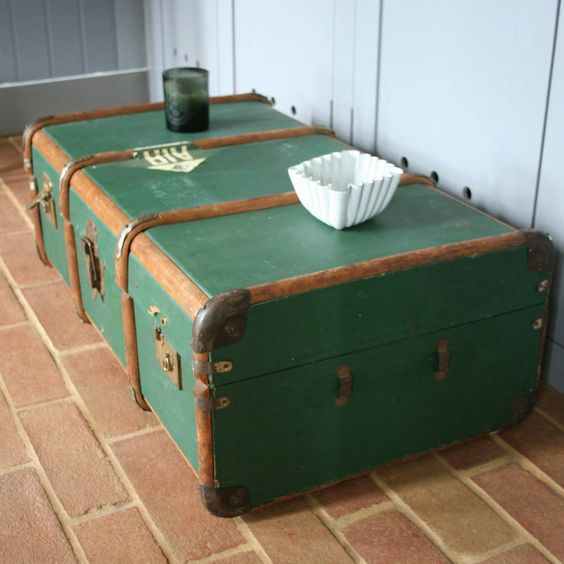 A Vintage Green Trunk T9