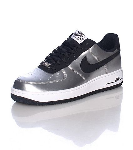 NIKE Air Force One Low top, Lace front sneaker Padded tongue with logo Metallic silver