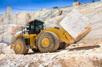 CATERPILLAR 980K wheel loader moving a 30 ton block of granite.