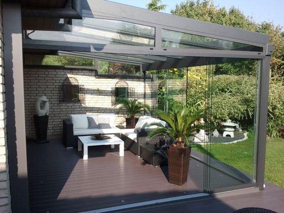 Terrassendach mit Glasschiebewänden
