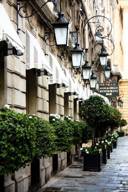 Elysée District, Hôtel Crillon, rue Boissy d'Anglas, Paris VIII, Iron lanterns