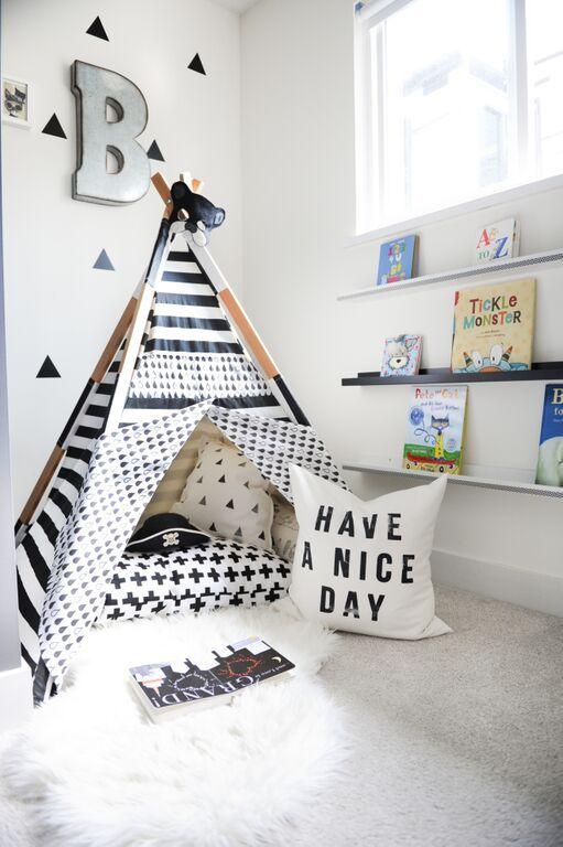 Ruang baca untuk anak bergaya monokromatik.
