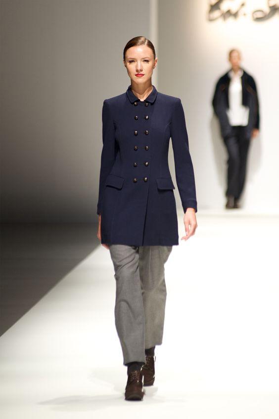 Tot-hom_FW14 #tothom #pretaporter #elegancia #modamujer #moda #fashion #desfile #fw14 #Barcelona #Madrid #tendencia #model #modelo #minimal #lineasrectas #abrigosanchos #pantalon #vestido #oversize #cuadrogales #gris #arena #marino #morado #rojo #negro