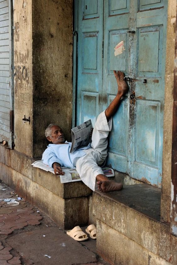 Mumbai, India. Steve McCurry: gorgeous photographs of people reading around the world. | stories are everywhere: