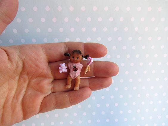 Miniatur OOAK Baby 4 cm Puppenstube 1:12  Puppe Handgemacht Unikat BEWEGLICH von YuliyasOOAKdolls auf Etsy