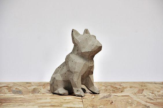 Objetos de decoración - Figura de perro de cemento -Concrete dog - Bulldog - grey - hecho a mano en DaWanda.es